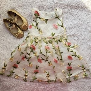 🌸🌷Floral Embroidered Dress (12M)🌷🌸